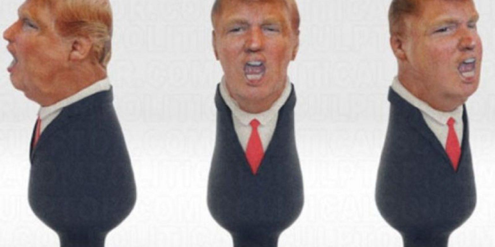 """""""Normalmente suelo hacer plugs de dictadores homófobos y otros políticos. Sin embargo, cuando oí las declaraciones de Trump sobre los mexicanos estaba muy enojado (…) Nací y crecí en México y me trasladé cuando tenía 11 años, así que no apruebo lo que Donald Trump mencionó, pues pertenezco a la clase trabajadora de Estados Unidos"""", mencionó Sosa en la página de venta de """"Trumpug. Foto:Twitter: @politicalsculpt"""