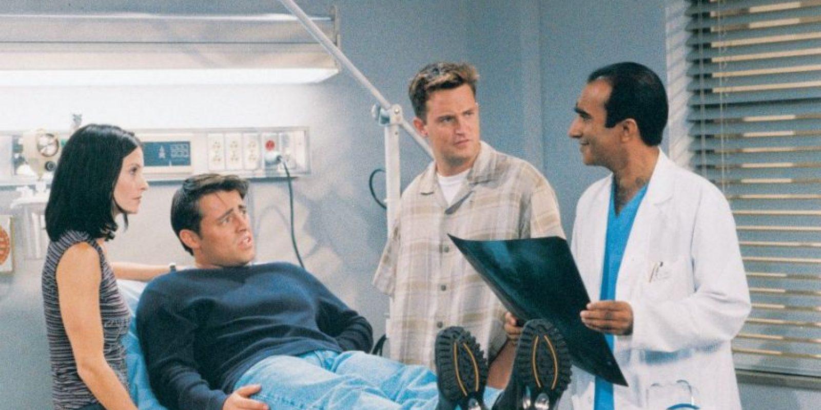 La serie recibió a diversas celebridades como: Brad Pitt, Danny De Vito, Julia Roberts, George Clooney, Ralph Lauren, Charlie Sheen, Sean Penn y Robin Williams Foto:vía facebook.com/friends.tv