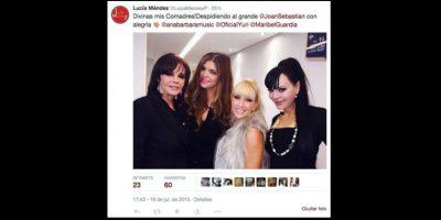 La actriz mexicana Maribel Guardia causó gran polémica al tomarse selfies con sus amigas en medio del velorio de Joan Sebastian Foto:vía twitter.com/maribelguardia