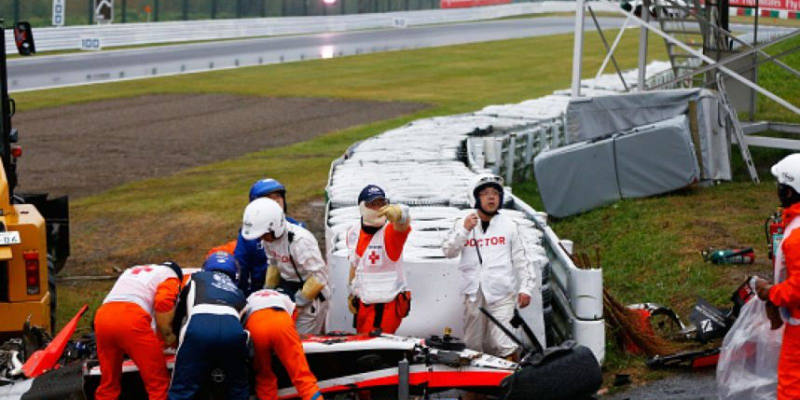 En el Gran Premio de Japón sufrió un accidente en la vuelta 46, en la curva más peligrosa del circuito. Perdió el control de su vehículo y este se estrelló de forma lateral contra una grúa. Foto:vía Getty Images