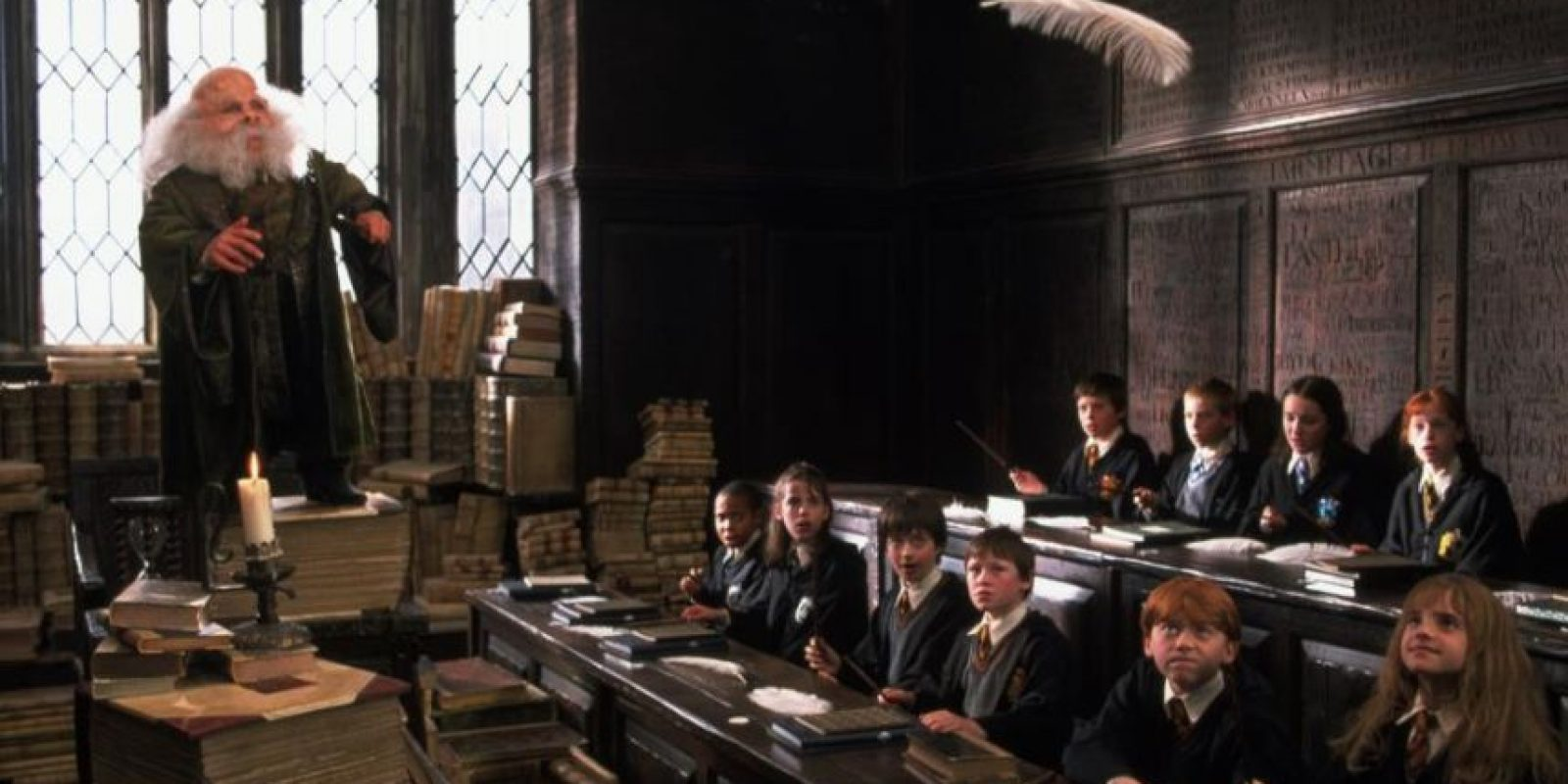 """Si un muggle por casualidad se llegara a aparecer en Hogwarts, este solo se vería como un edificio ruinoso con el anuncio de """"peligro"""" Foto:vía facebook.com/HarryPotterUK"""