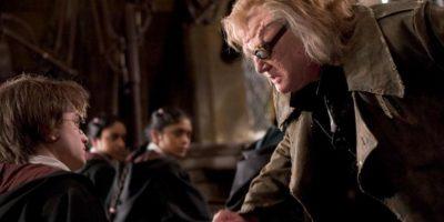 Luego de que Dumbledore rechazara a Voldemort para el puesto de profesor de Defensa contra las Artes Oscuras, ningún maestro duró más de un año en el puesto Foto:vía facebook.com/HarryPotterUK