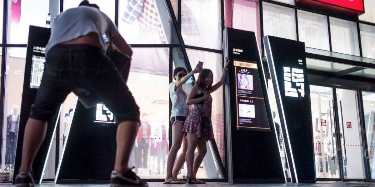 Grabaron video para adultos en una tienda y ahora la gente los imita con selfies