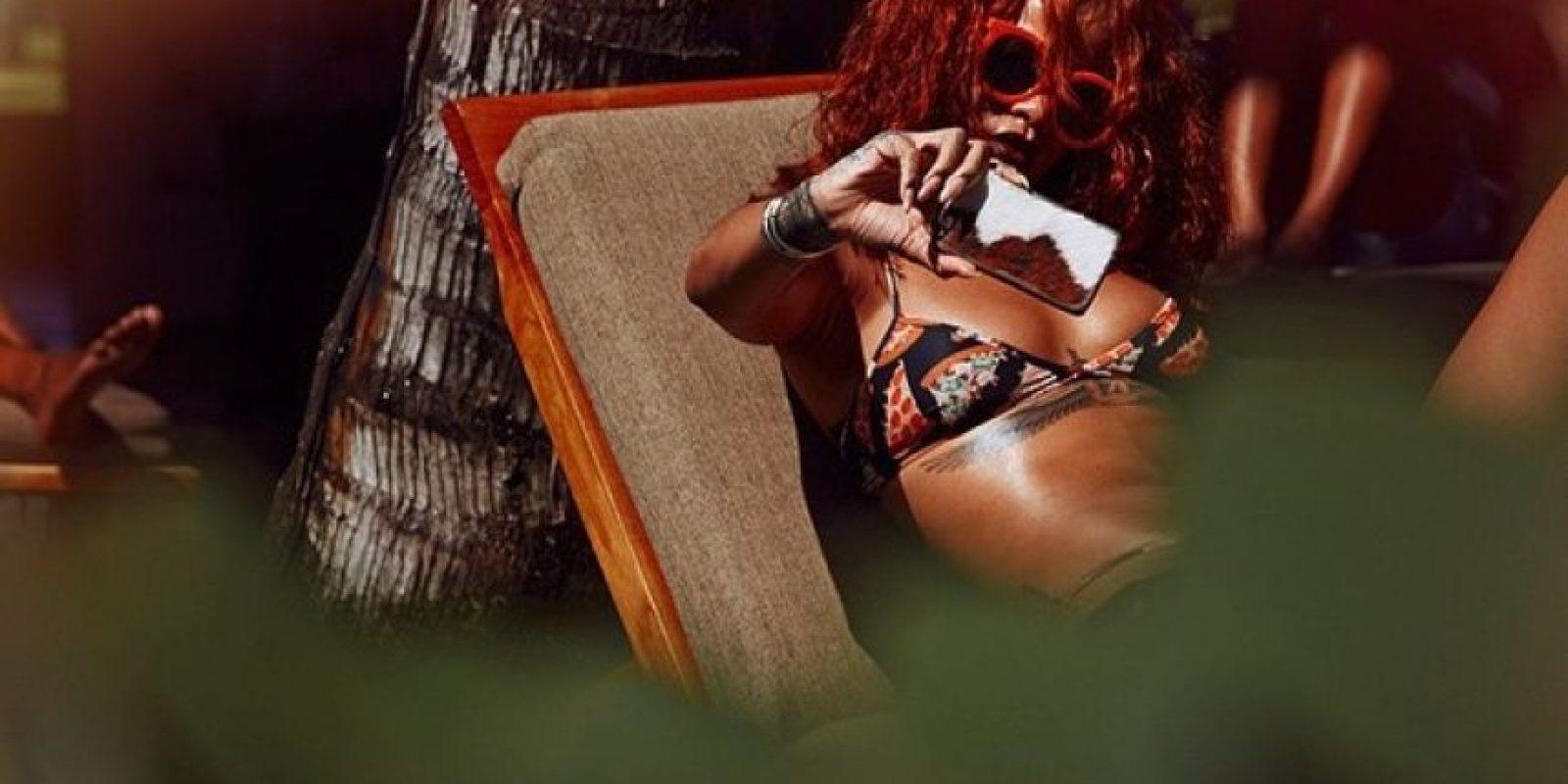 """""""Ya ni sé cuál es su rutina diaria de cuidado de piel. Ella sabe cómo cuidar de su piel por sí misma; tiene que usar maquillaje casi todos los días. Cuando estoy con ella, preparo su piel con buenos productos como La Mer"""", explicó Morales. Foto:vía instagram.com/badgalriri"""