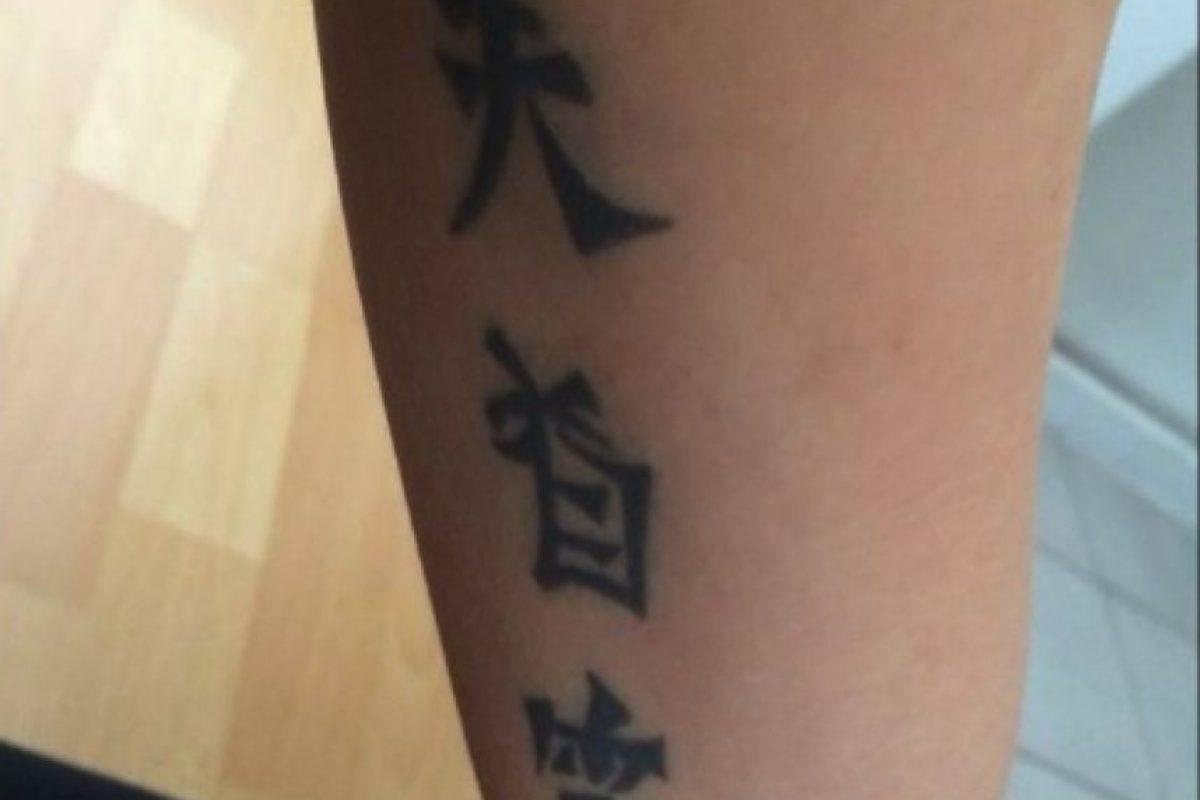 """Este hombre se enteró que el tatuaje en chino de su novia decía """"Me casé con un tonto"""" Foto:Hanzismatter.blogspot"""