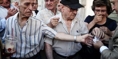 Los pensionados del país acudieron a las instituciones bancarias Foto:AFP