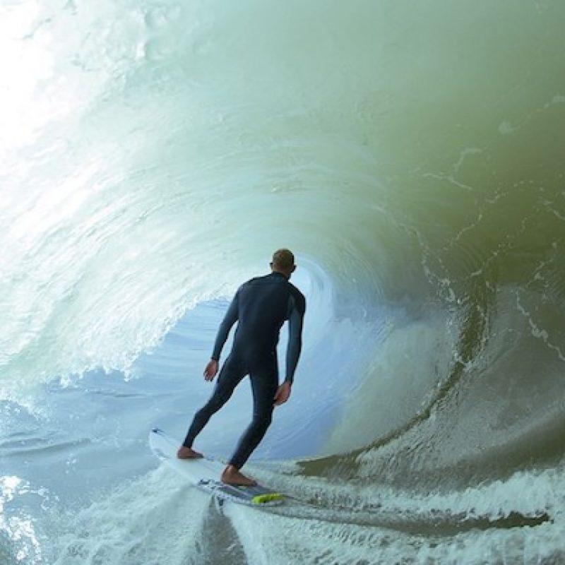 El atleta alcanzó a escapar, pero fue golpeado con la aleta del tiburón, sin sufrir mayores daños. Foto:Instagram.com/mfanno