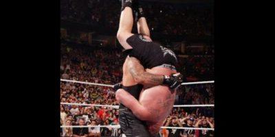 """""""Taker"""" castigó al expeleador de la UFC Foto:WWE"""