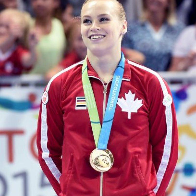 Ganó oro en competencia múltiple femenina, piso, y viga de equilibrio; se hizo con plata en equipos femenino y bronce en salto de caballo Foto:Getty Images