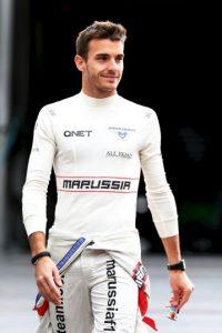 Jules, quien fue piloto de la escudería Marussia (hoy Manor) hasta 2014, tuvo un grave accidente en octubre de ese año, durante el Gran Premio de Japón. El francés se salió de una curva e impactó su monoplaza contra una grúa que se llevaba el coche de Adrian Sutil. La gravedad de las lesiones lo dejaron en coma por nueves meses hasta que perdió la vida. Foto:Getty Images