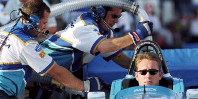 Durante la décima vuelta de la competencia, el piloto canadiense estrelló su Reynard-Honda contra el muro de contención a más de 368 kilómetros por hora. Murió a causa de un derrame cerebral masivo y múltiples heridas internas. Foto:Getty Images