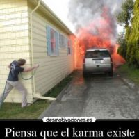 O su camioneta puede incendiarse Foto:Desmotivacion
