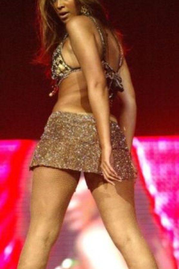 En 2004, Beyoncé lució casi el mismo atuendo. Foto:Getty Images