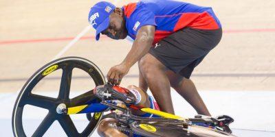La ciclista cubana Lisandra Guerra sufrió una dura caída durante los Juegos Panamericanos de Toronto. Foto:AFP