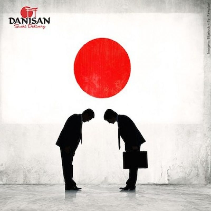 Si es hombre, inclinará la cabeza son los brazos pegados al cuerpo Foto:Instagram.com/danisansushi
