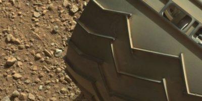 """El """"dedo"""" está en la parte superior izquierda de la imagen Foto:NASA. Fotografía original en http://mars.jpl.nasa.gov/msl-raw-images/msss/00003/mcam/0003ML0000125000E1_DXXX.jpg"""