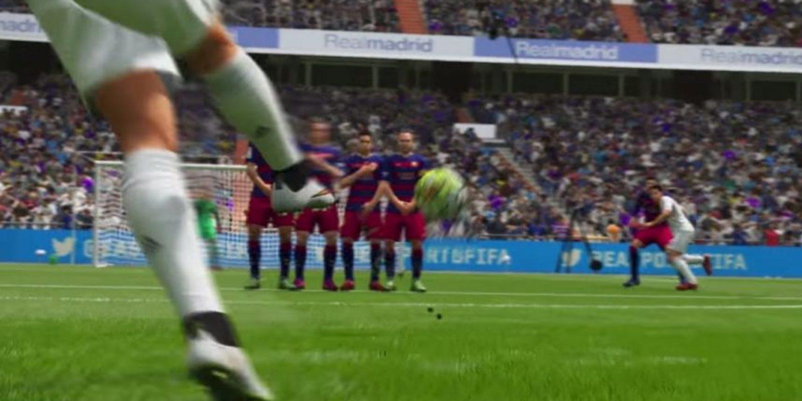 Tiro libre de Cristiano Ronaldo en el FIFA 16. Foto:EA Sports