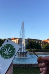 En redes sociales publican imágenes de stickers y cigarros Foto:Facebook.com/pages/Welwyn-Garden-City-Cannabis-Club