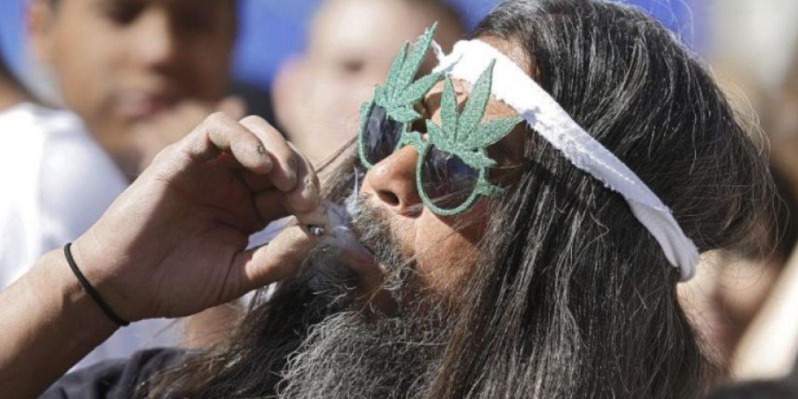 La marihuana disminuye la presión intraocular que causa esta enfermedad. Foto:Getty Images
