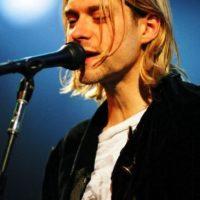 """Saturday Night Live"" se negó a emitir un beso con la lengua entre Kurt y el bajista Krist Novoselic. Foto:IMDB"