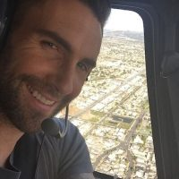 No es la primera vez en que Adam Levine experimenta un cambio de look. Foto:Instagram/AdamLevine