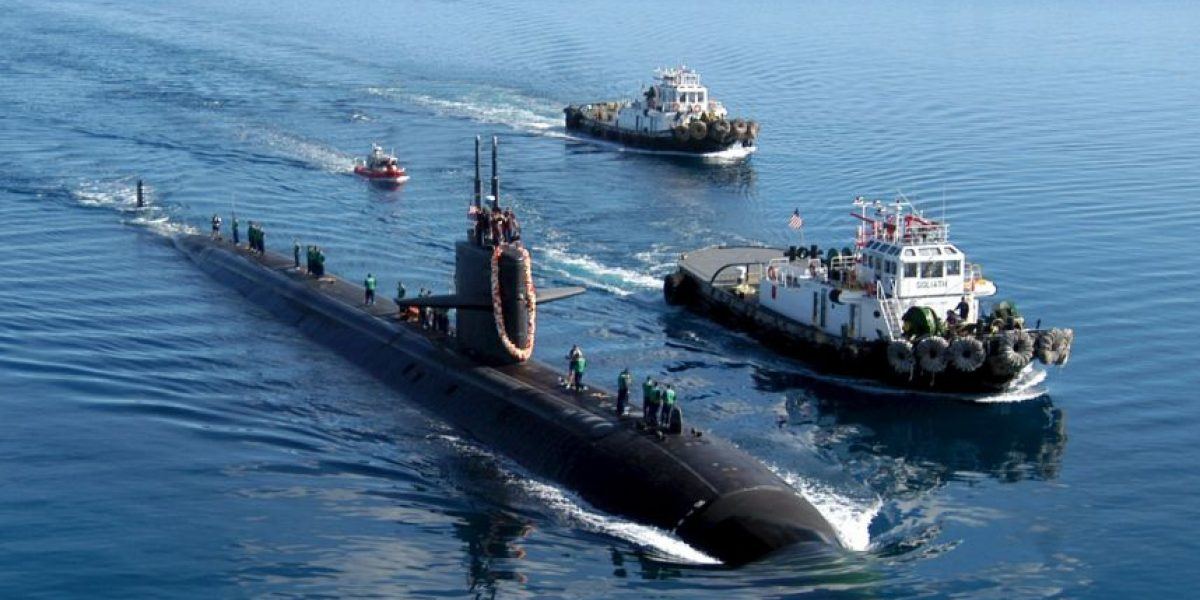Dos trabajadores portuarios quedan atrapados en un submarino nuclear