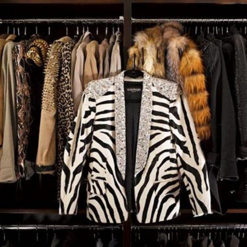 Ahí podemos encontrar chaquetas de Balmain y minis Alexander McQueen Foto:Vía instyle.com