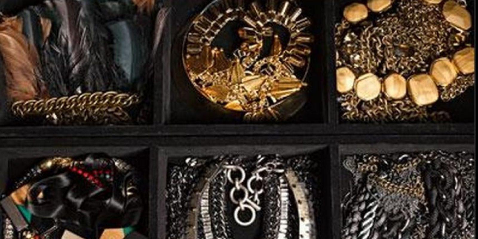 En la joyería le encantas las piezas grandes y gruesas Foto:Vía instyle.com