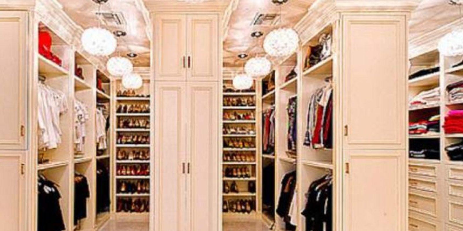 """Organiza su armario por tejido y color, incluso tiene una sección e """"eventos especiales"""" para ocasiones que requieren mucho glamour Foto:Vía instagram.com/mariahcarey/"""