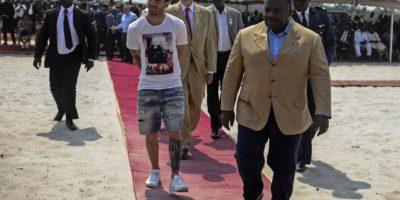 El relajado look de Messi que causó polémica entre los políticos de África