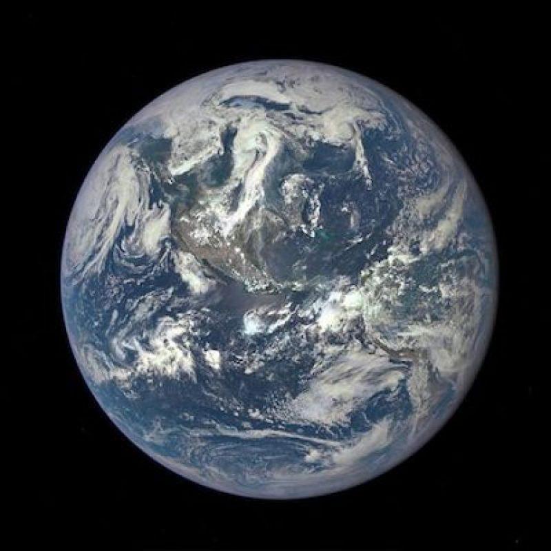 20 de julio: La primera imagen totalmente iluminada de la Tierra Foto:Instagram.com/NASA