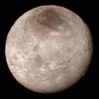 15 de julio: La luna Charon, en Plutón Foto:Instagram.com/NASA