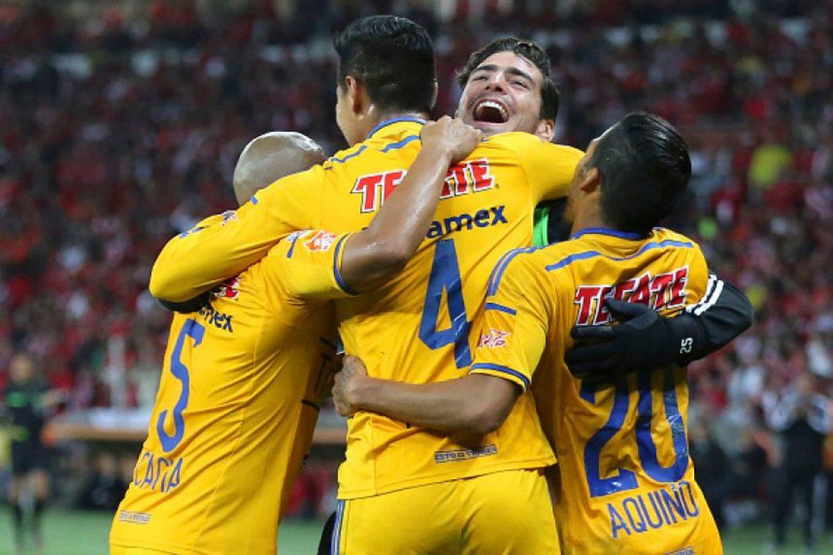 Por los Tigres descontó Hugo Ayala, quien también se fue expulsado. Foto:Getty Images