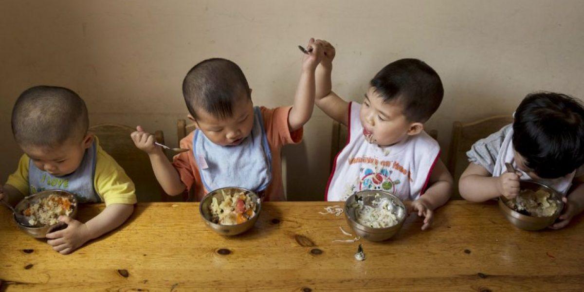 China planea cambiar política de un solo hijo