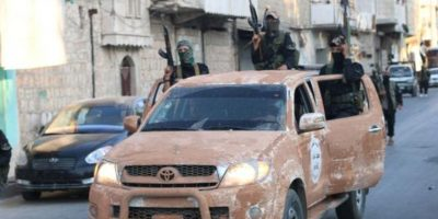 Realizó un desfile militar en Aleppo, Siria, como parte de sus actividades Foto:Twitter.com/raqqa_mcr