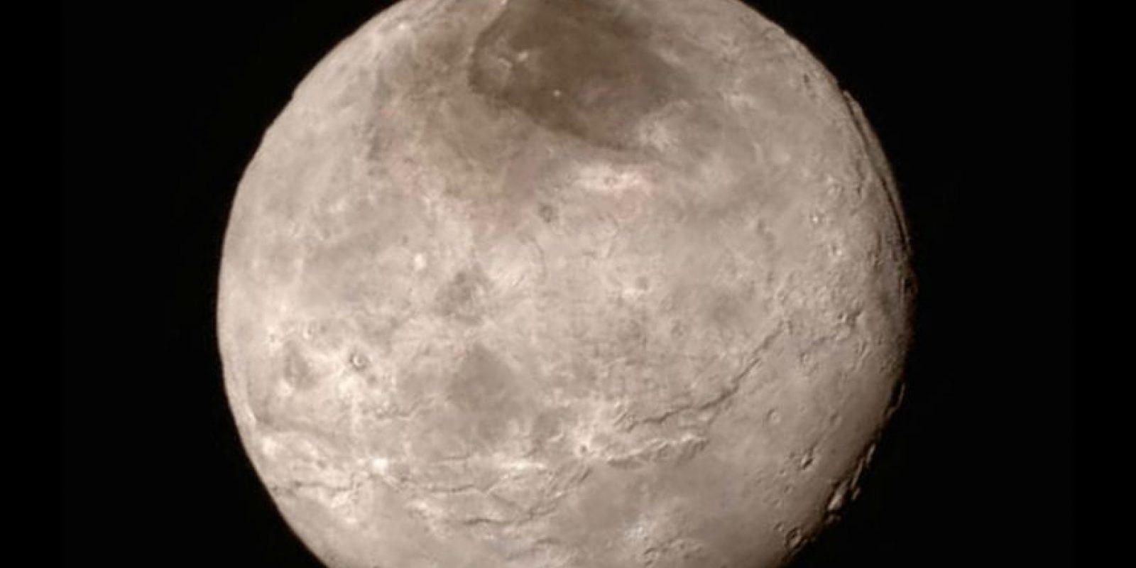 Dicha misión ha arrojado nuevos datos sobre el planeta, como por ejemplo, que es 80 kilómetros (50 millas) más ancho y que tiene dos mil 370 kilómetros (mil 473 millas) más de diámetro que lo que se estimaba. Foto:AP