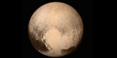 El equipo de la nave ha permitido tomarlas mejores imágenes nunca vistas de Plutón. De hecho ayer la NASA compartió la imagen más cercana de Plutón que se haya tomado. Y en abril envió la primera foto a color de este cuerpo celeste. Foto:AFP