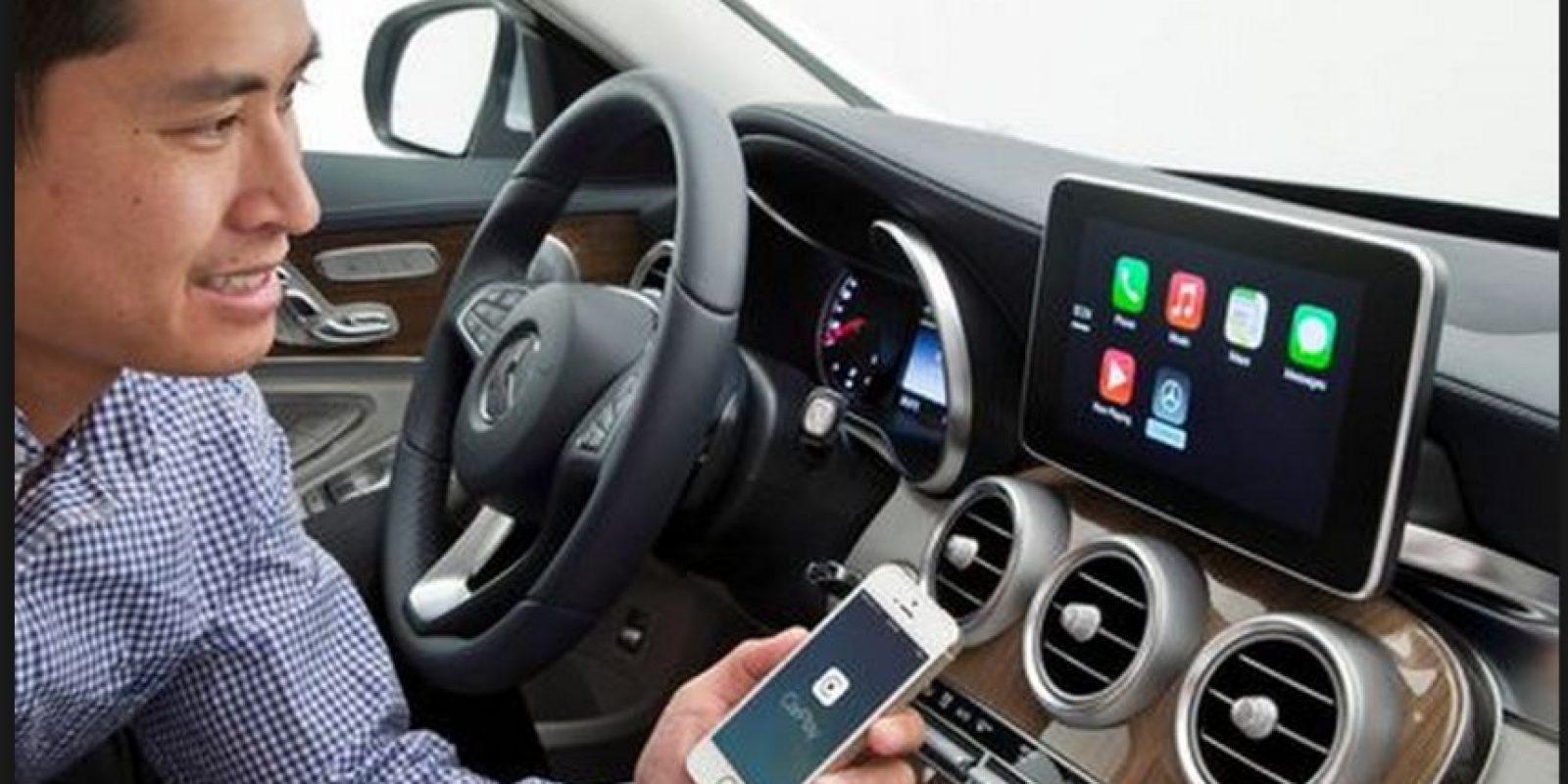 Apple ha sido una de las compañías pioneras en explorar las posibilidades interactivas de los coches inteligentes Foto:Getty Images
