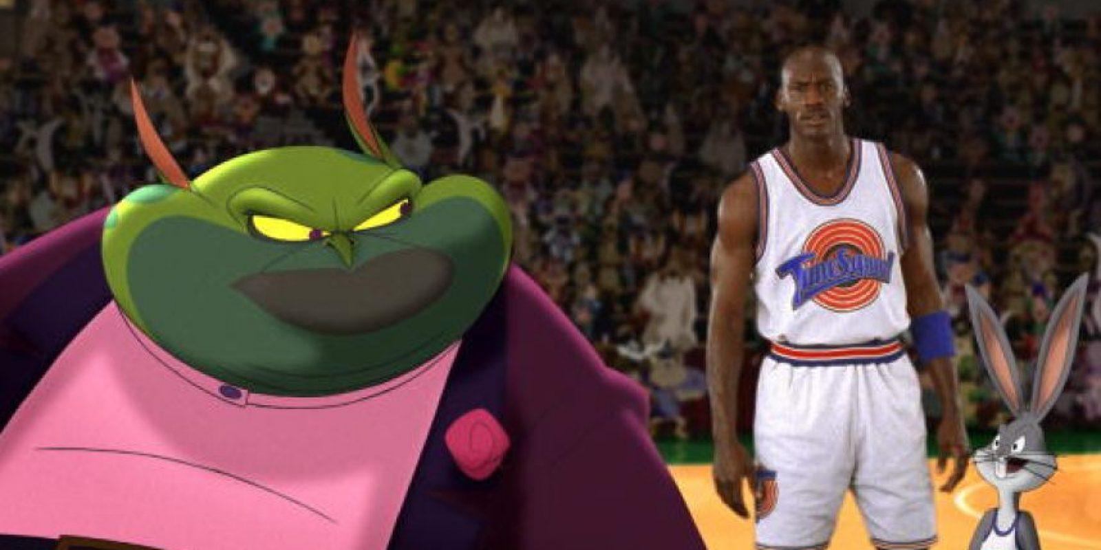 Para defenderse, Bugs Bunny y sus amigos los retan a un partido de baloncesto y los extraterrestres le roban sus habilidades a diversos profesionales de la NBA. Foto:Getty Images