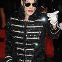 De diversos colores y formas, el cantante solía usar máscaras para no contraer virus externos. Foto:Getty Images