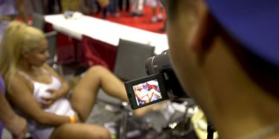 El porno vengativo o pornografía de venganza es el contenido sexual explícito que se publica en Internet sin el consentimiento del individuo que aparece representado. Foto:Getty Images