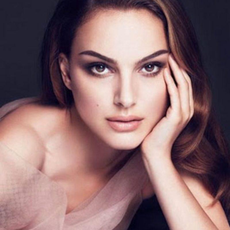 Natalie Portman y su eterna belleza tienen una doble parecida. Foto:vía Dior