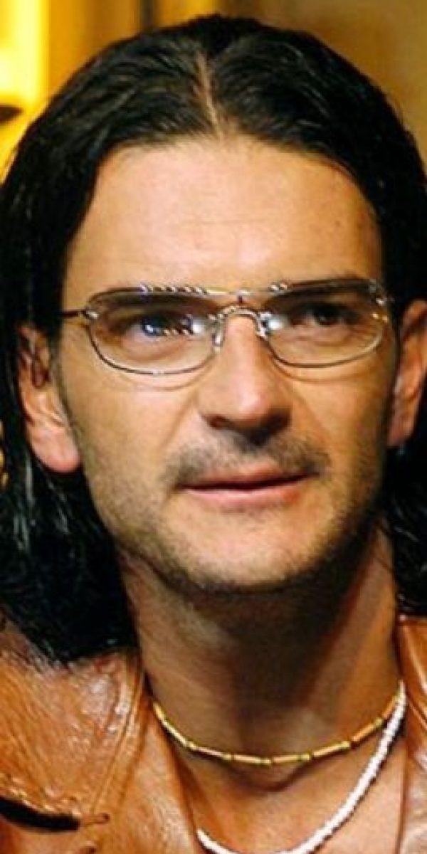 Es casi como él, activista… cantante y pretencioso. Se llama Ricardo Arjona, guatemalteco. Foto:vía Getty Images
