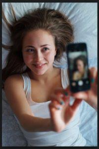 Muchas de las fotografías son tomadas por las propias personas que aparecen en ella (son selfies). Foto:Getty Images