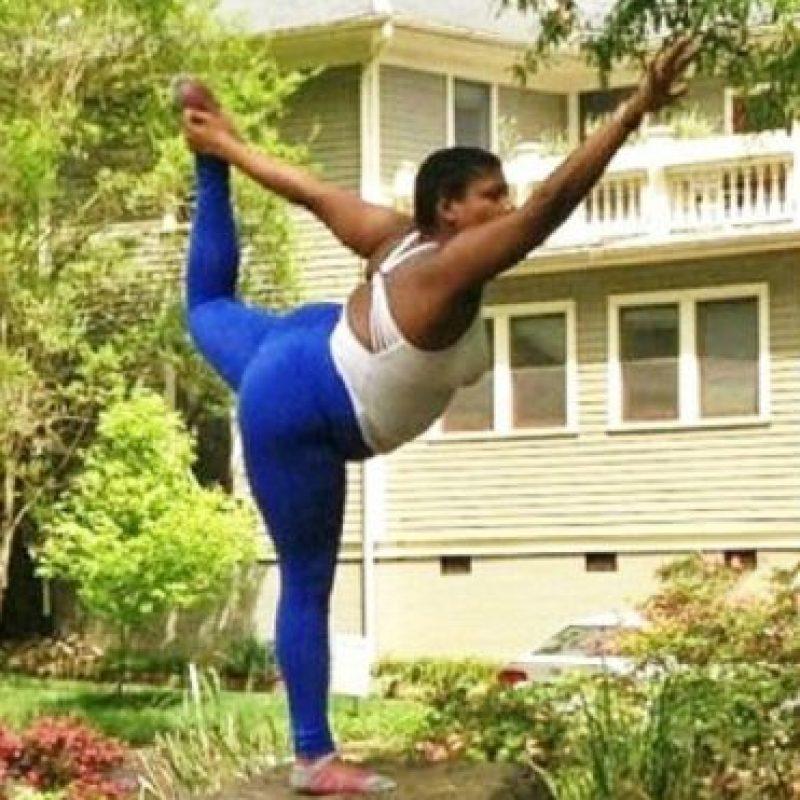 Jessamyn Stanley es una maestra de yoga estadounidense que ha llamado la atención en redes sociales. Foto:Vía Instagram.com/mynameisjessamyn