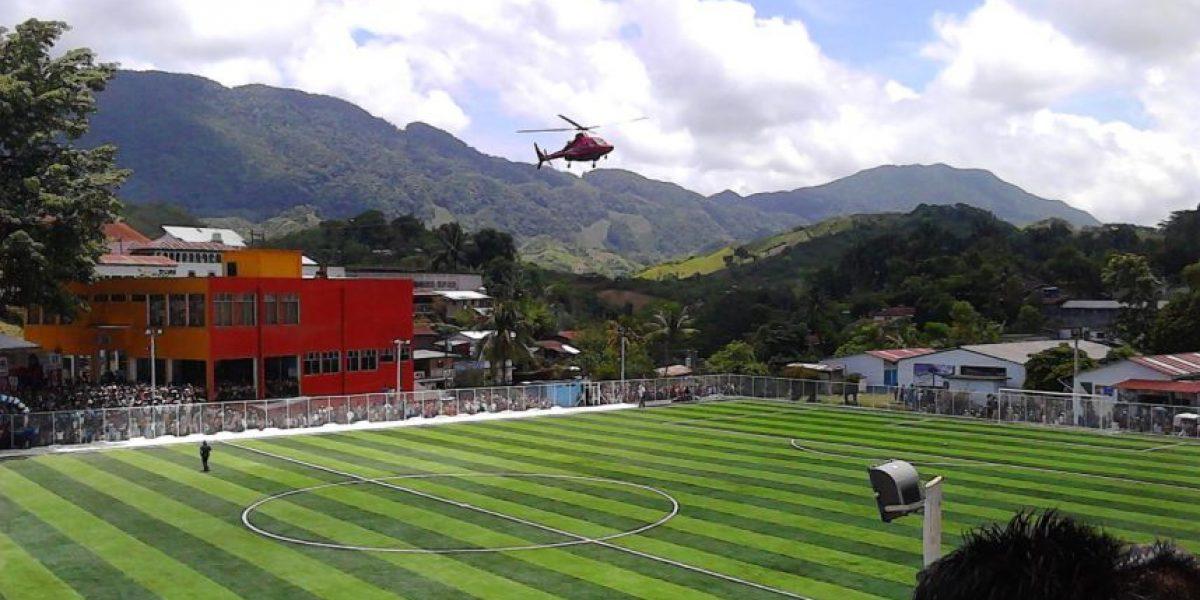 Pobladores de Alta Verapaz son convocados para inauguración de estadio y terminan en mítin político