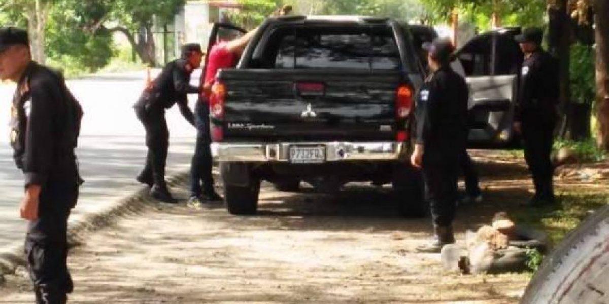 Aficionados asesinan a un policía en campo de fútbol de Zacapa