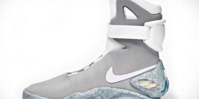 Estos sneakers tan solo cuestan 37500 dólares. Son una réplica de los tenis de Michael J. Fox en 'Volver al futuro'. Foto:vía Nike