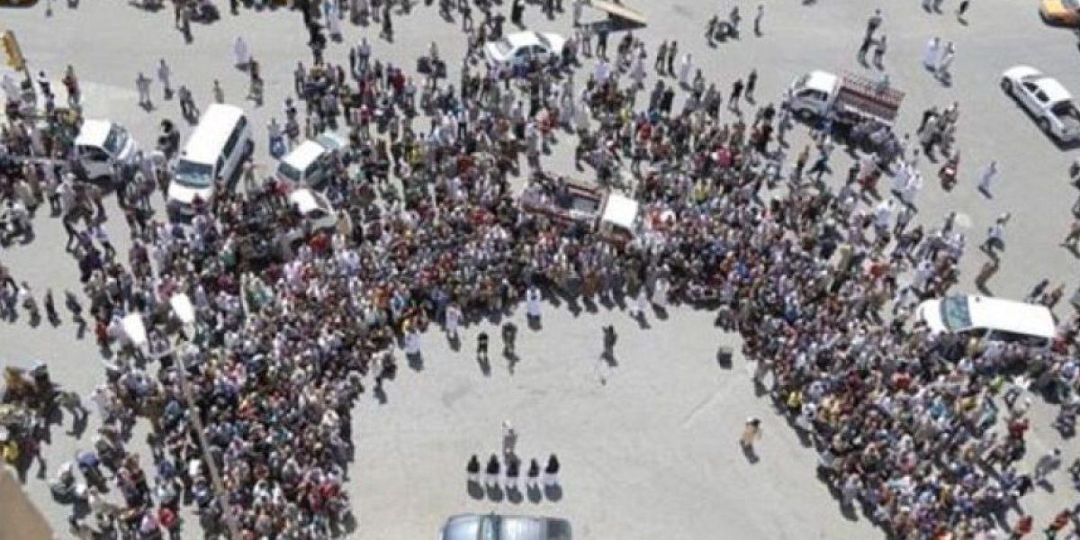 FOTOS: Decenas de personas se reúnen para ver las ejecuciones de ISIS