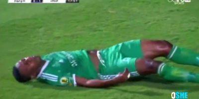 Rodi N'daye sufrió una dramática caída durante partido de fútbol egipcio. Foto:YouTube Mohamed Eloshe